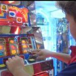 Contrasto al gioco d'azzardo, giro di vite sulle slot per i minori